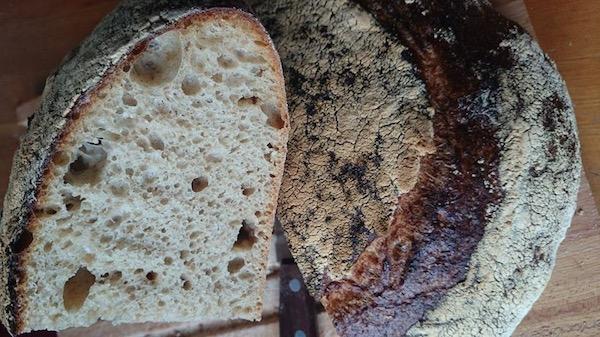 Beneficiile pâinii cu maia - miez elastic și coajă crocantă