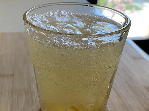 Sirop de păpădie și apă minerală